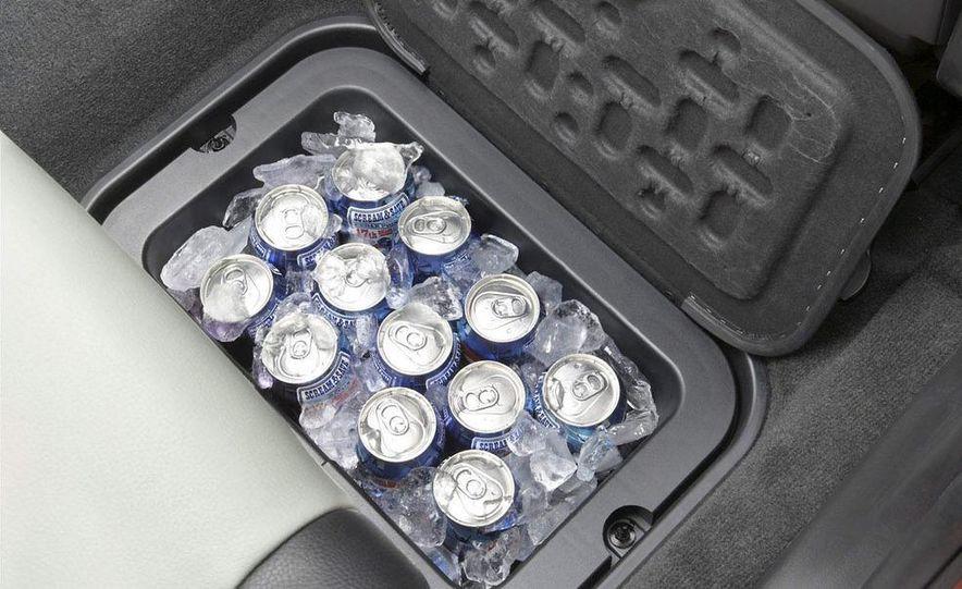 2009 Dodge Journey in-floor cooler - Slide 1