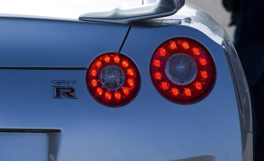 2009 Nissan GT-R - Slide 20