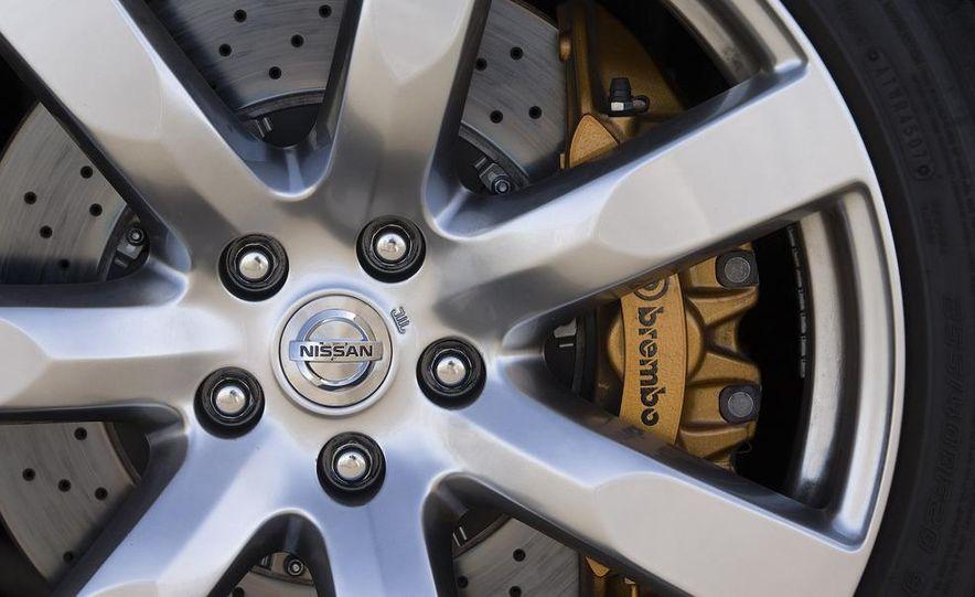 2009 Nissan GT-R - Slide 17
