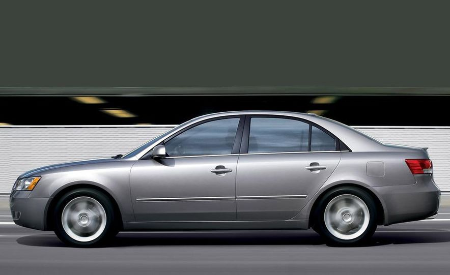 2008 Hyundai Sonata - Slide 2