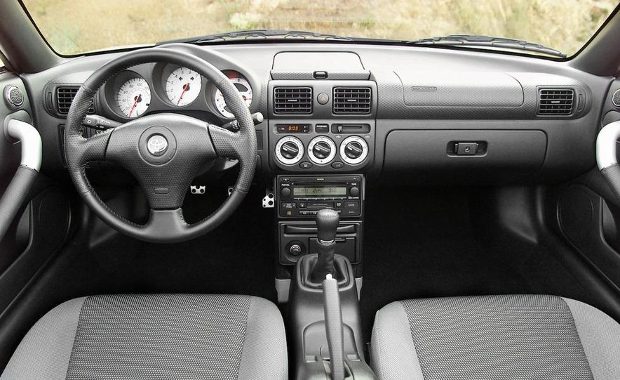 2004 Toyota MR2 Spyder - Slide 7