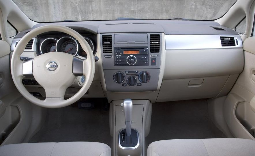 2008 Nissan Versa - Slide 5