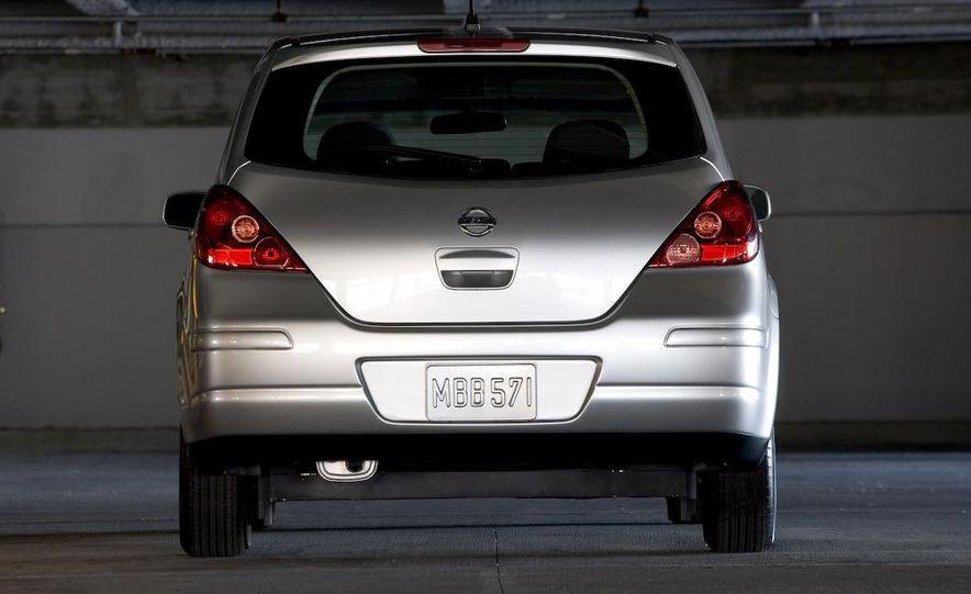 2008 Nissan Versa - Slide 10