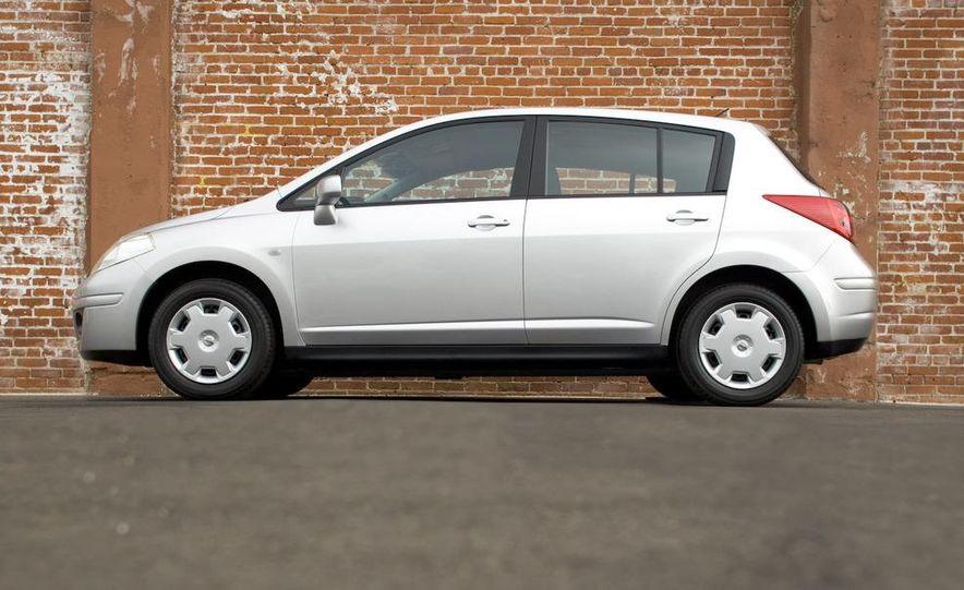 2008 Nissan Versa - Slide 12