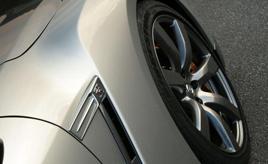2009 Nissan GT-R - Slide 21