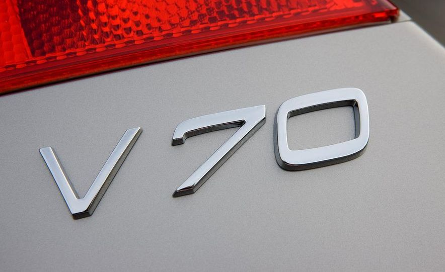 2008 Volvo V70 liftgate badge - Slide 1