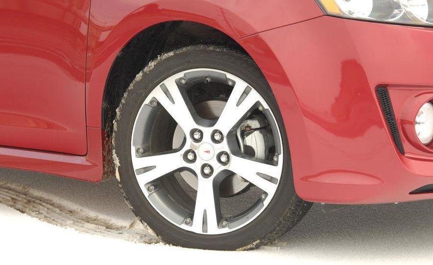 2009 Pontiac Vibe GT - Slide 2
