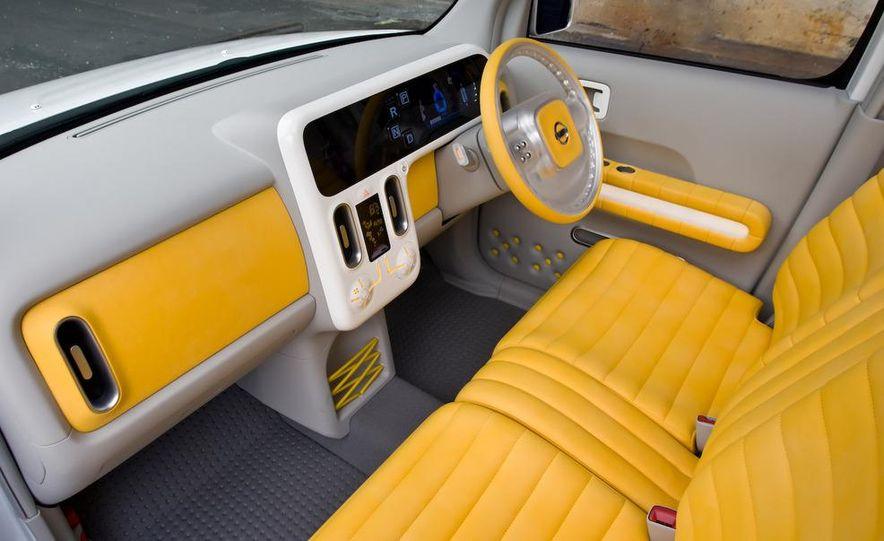 2010 Nissan Cube - Slide 16