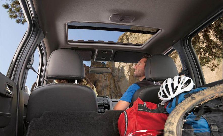 2009 Ford Escape interior - Slide 1
