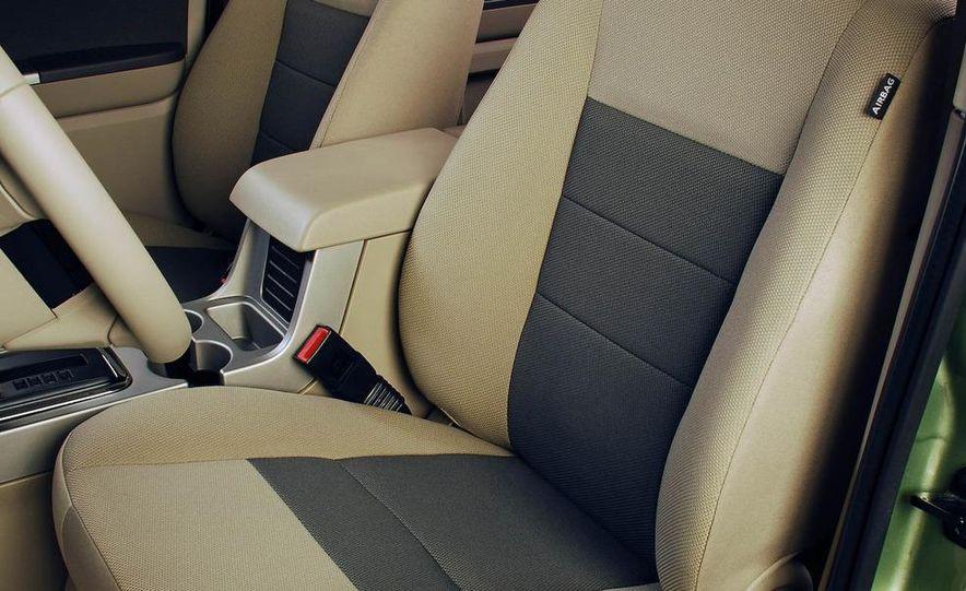 2009 Ford Escape interior - Slide 6
