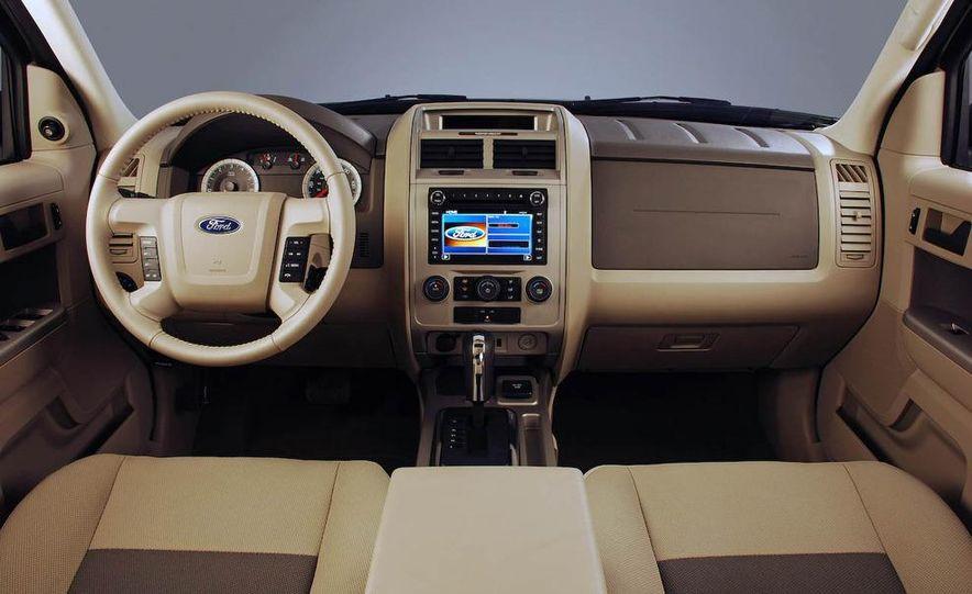 2009 Ford Escape interior - Slide 8