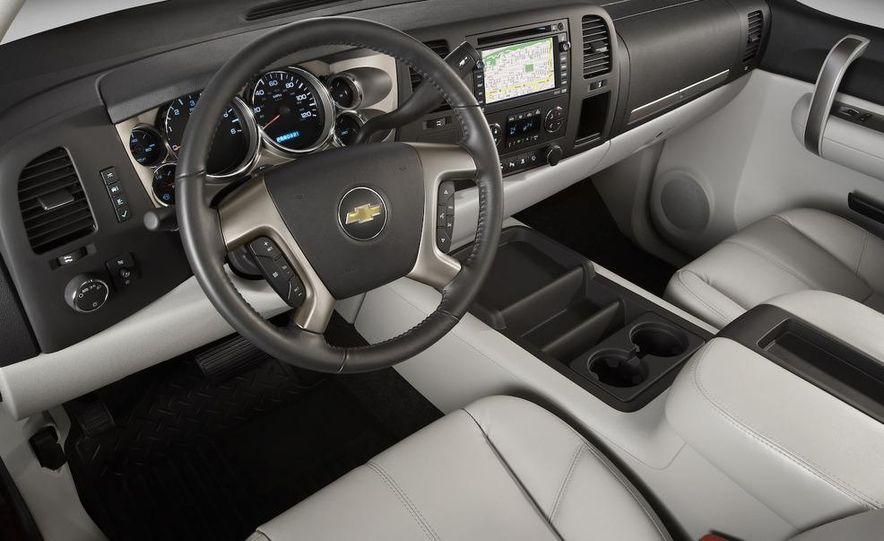 2008 Chevrolet Silverado LTZ - Slide 10