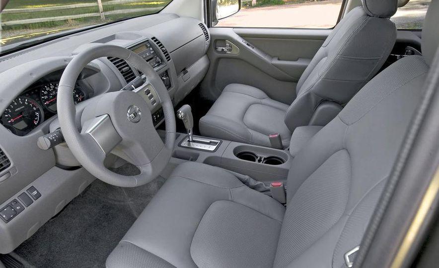 2009 Nissan Frontier Crew Cab - Slide 5