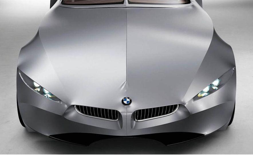 BMW GINA Light Visionary Model - engine cover opens up - Slide 1