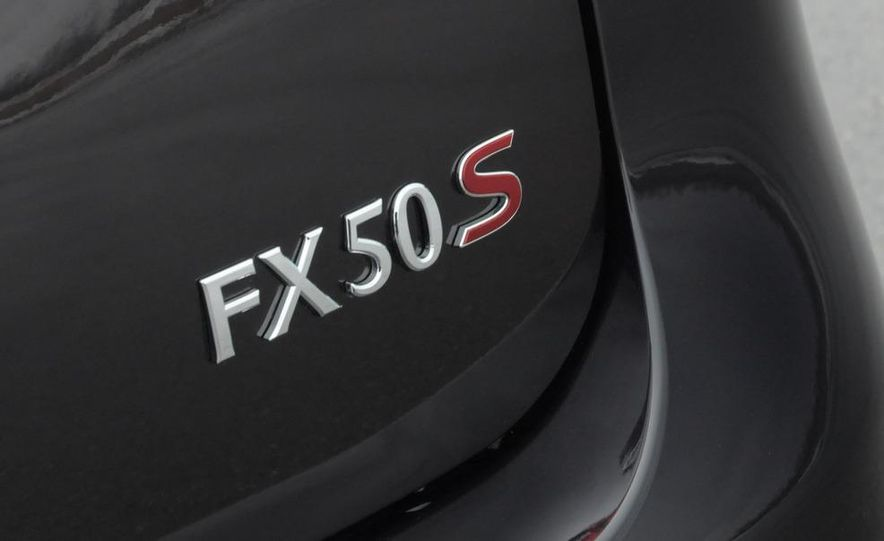 2009 Infiniti FX50S interior - Slide 18