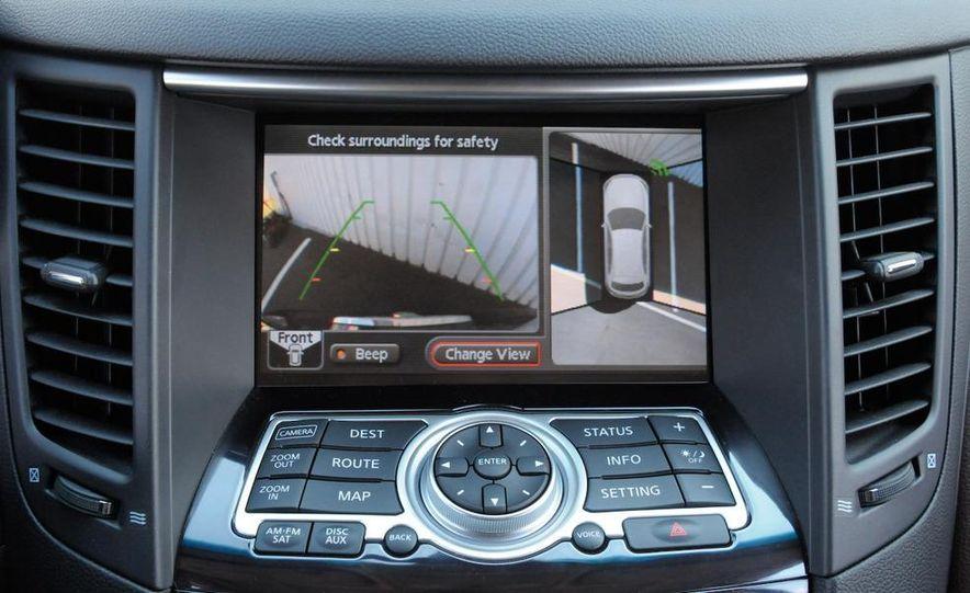 2009 Infiniti FX50S interior - Slide 6