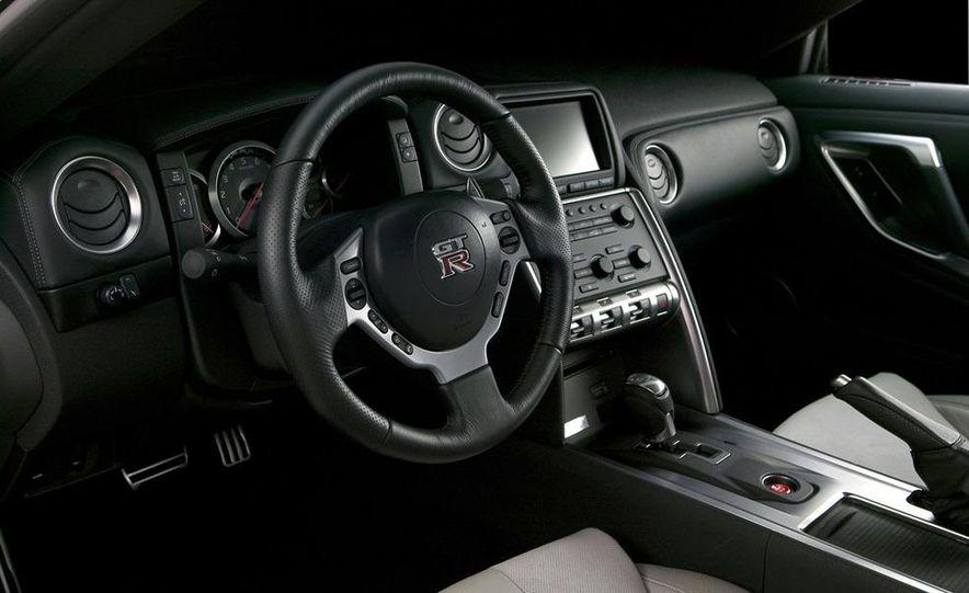 2011 Nissan GT-R Spec V illustration - Slide 31