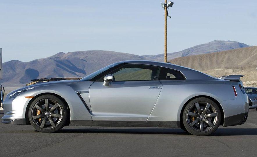 2011 Nissan GT-R Spec V illustration - Slide 19