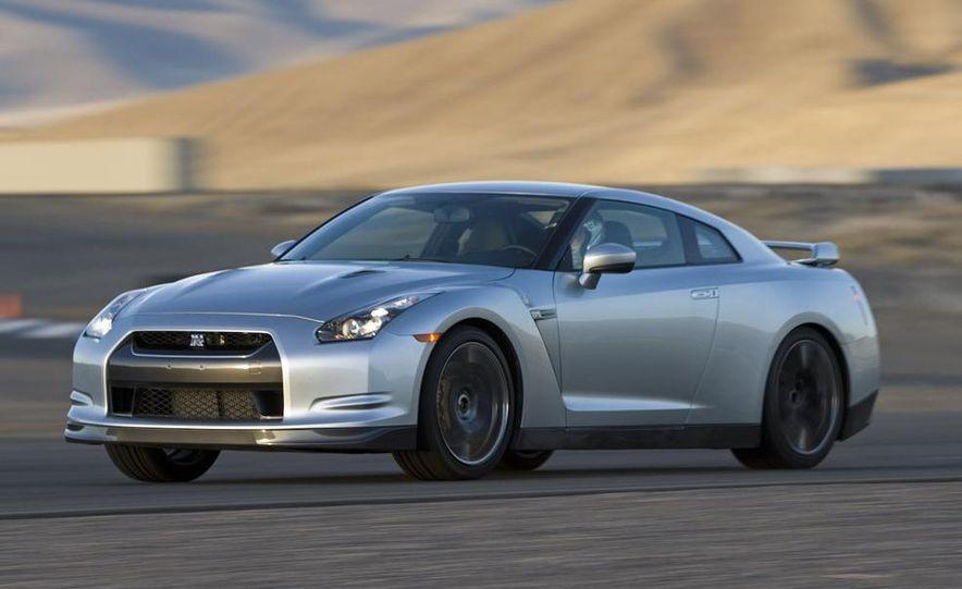 2011 Nissan GT-R Spec V illustration - Slide 15