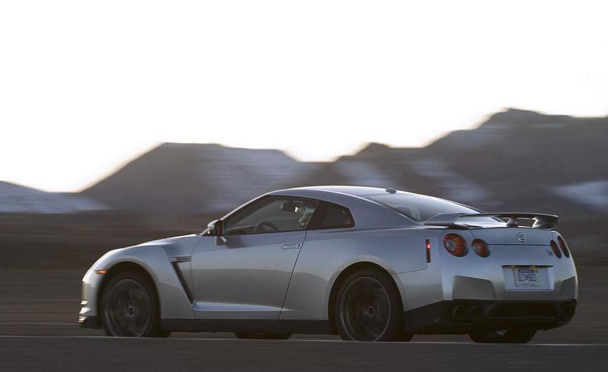 2011 Nissan GT-R Spec V illustration - Slide 16