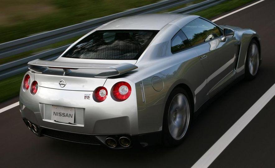 2011 Nissan GT-R Spec V illustration - Slide 28