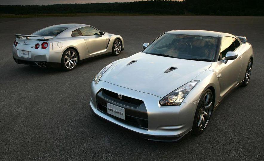 2011 Nissan GT-R Spec V illustration - Slide 29