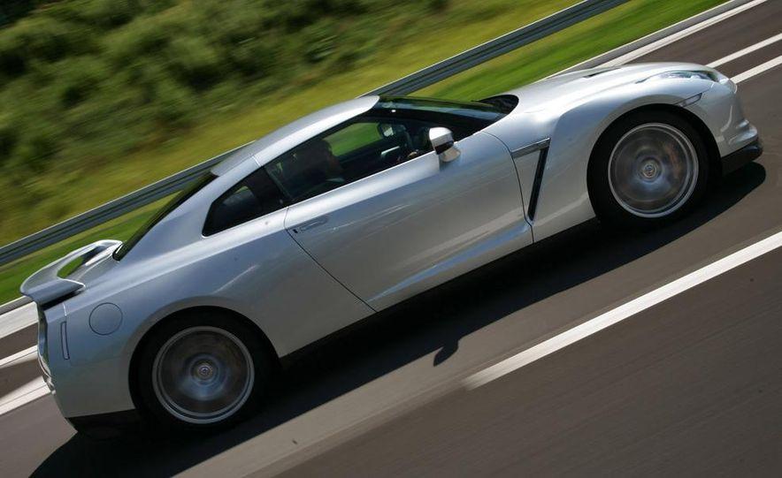 2011 Nissan GT-R Spec V illustration - Slide 25