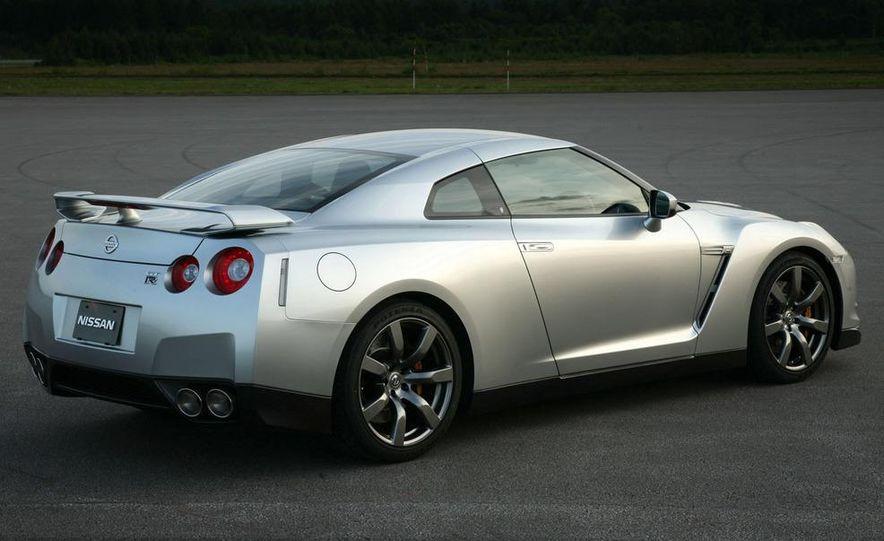 2011 Nissan GT-R Spec V illustration - Slide 27