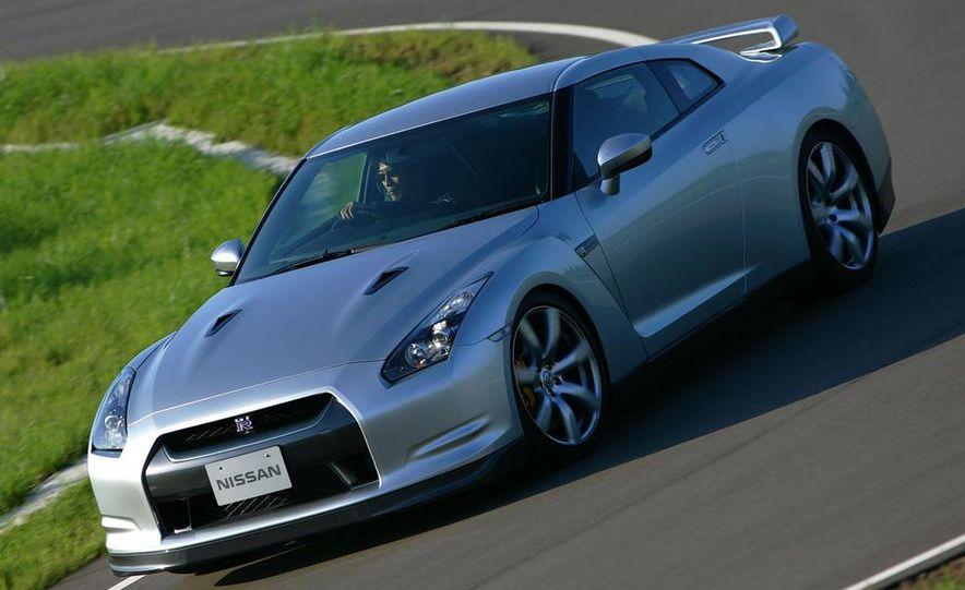 2011 Nissan GT-R Spec V illustration - Slide 26