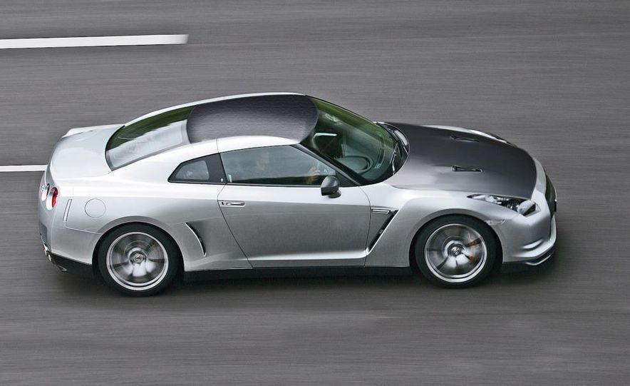 2011 Nissan GT-R Spec V illustration - Slide 1