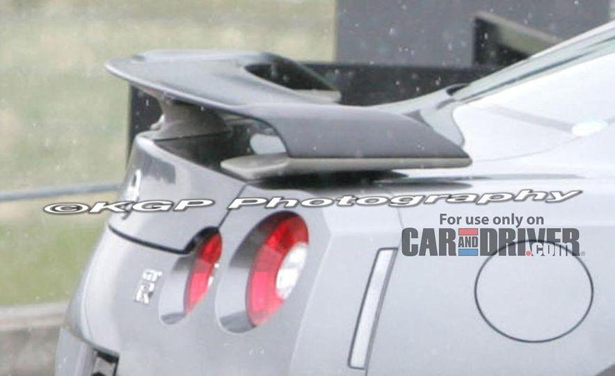 2011 Nissan GT-R Spec V illustration - Slide 12