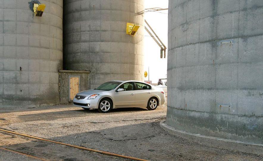 2007 Nissan Altima 3.5SE - Slide 11