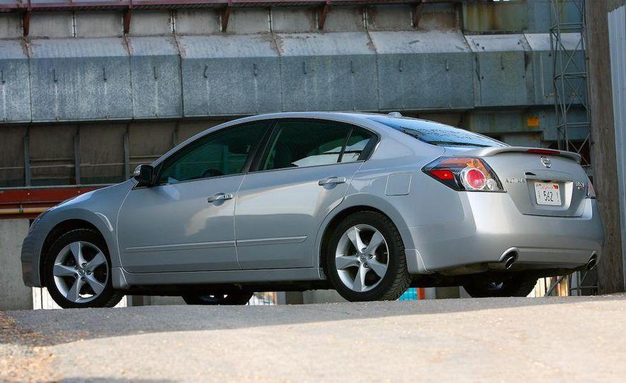 2007 Nissan Altima 3.5SE - Slide 17