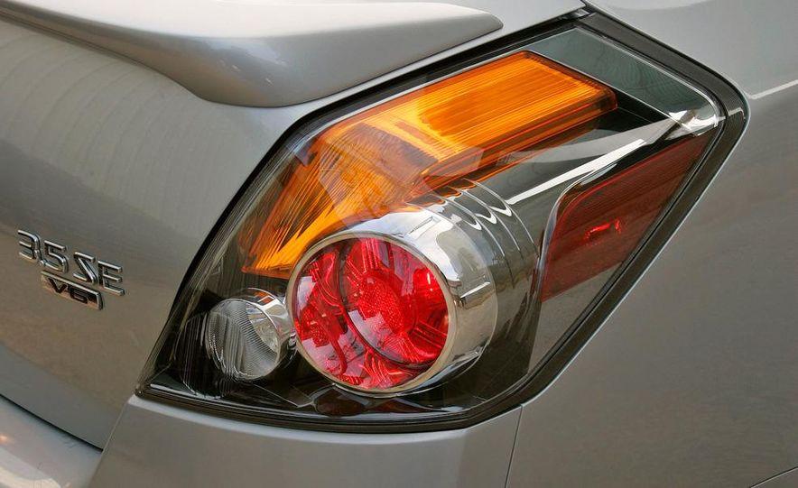2007 Nissan Altima 3.5SE - Slide 9