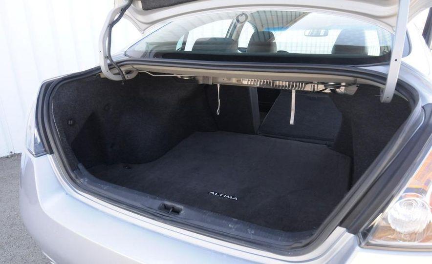 2007 Nissan Altima 3.5SE - Slide 21