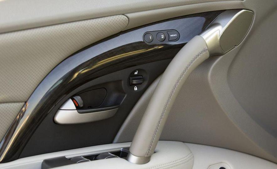 2009 Acura RL SH-AWD - Slide 11