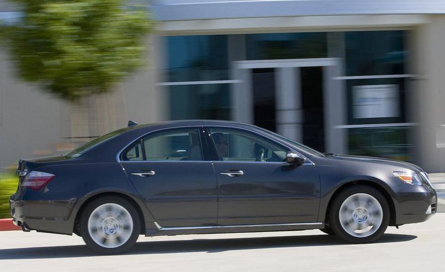 2009 Acura RL SH-AWD - Slide 3