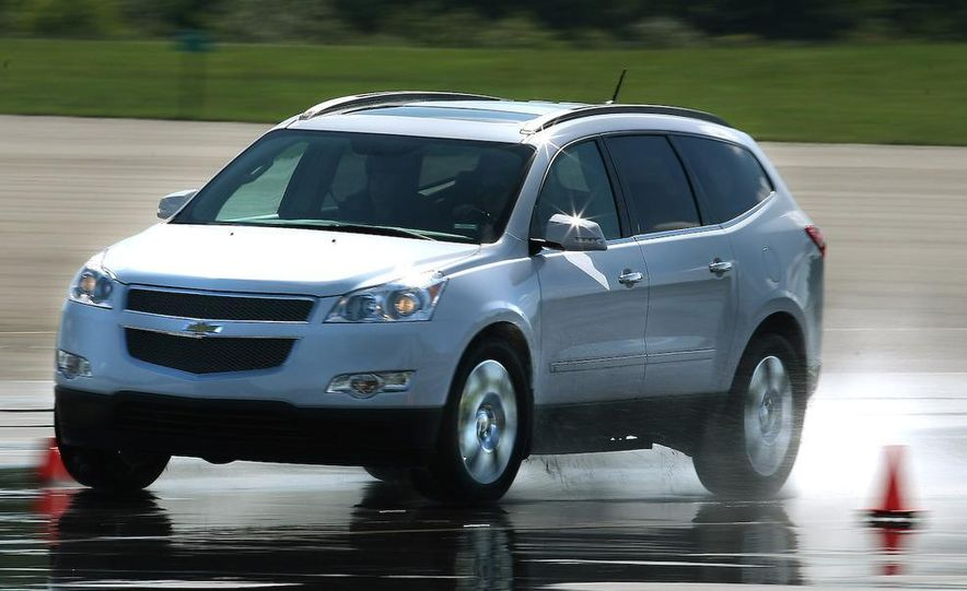 2009 Chevrolet Traverse - Slide 2