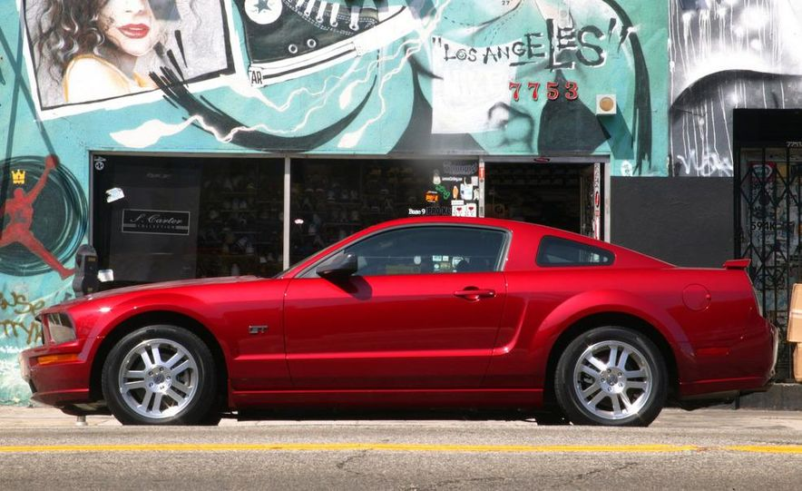 2008 Ford Mustang convertible - Slide 26
