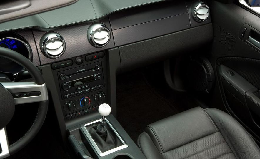 2008 Ford Mustang convertible - Slide 35