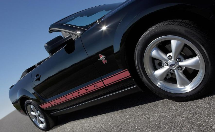2008 Ford Mustang convertible - Slide 32