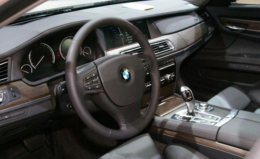 2009 BMW 730d (Not for U.S. sale) - Slide 10