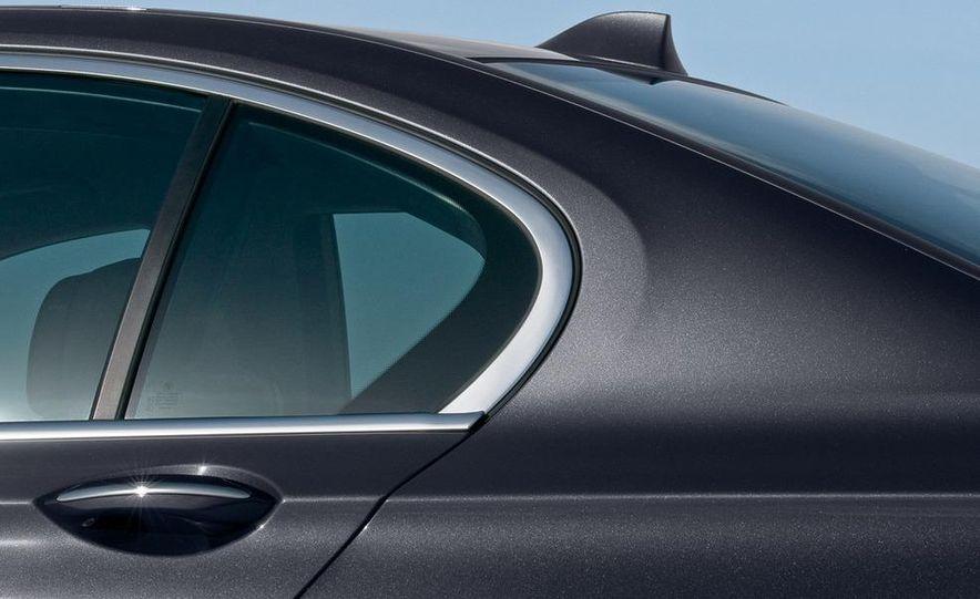 2009 BMW 730d (Not for U.S. sale) - Slide 29