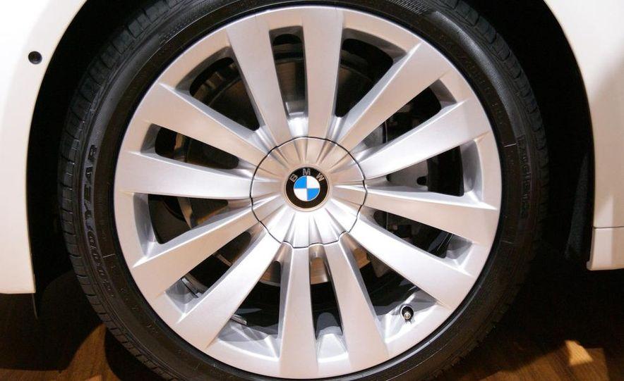 2009 BMW 730d (Not for U.S. sale) - Slide 9