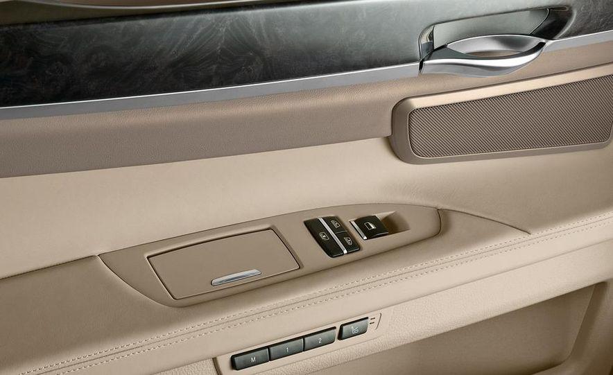 2009 BMW 730d (Not for U.S. sale) - Slide 26