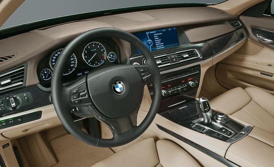 2009 BMW 730d (Not for U.S. sale) - Slide 24
