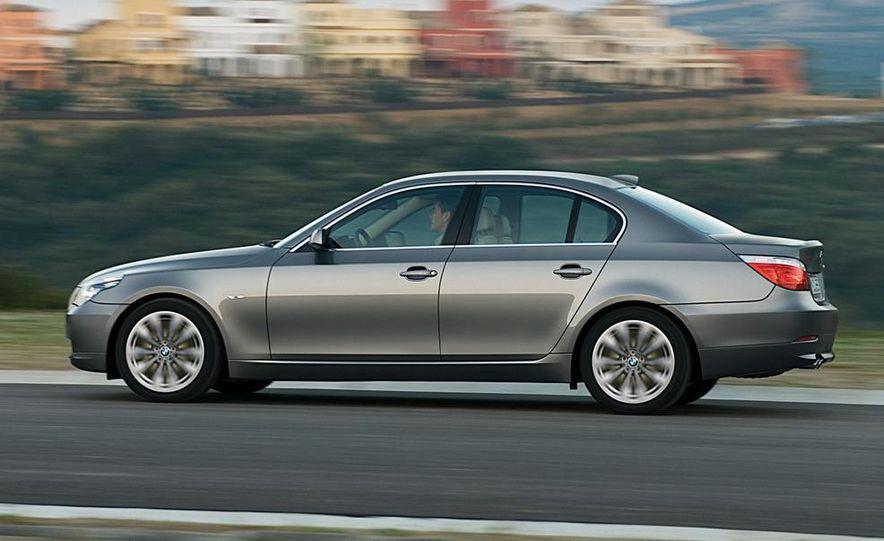 2010 BMW 5-series - Slide 17