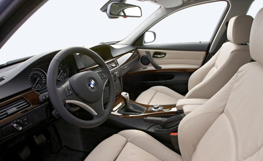 2009 BMW 3-series sedan - Slide 17