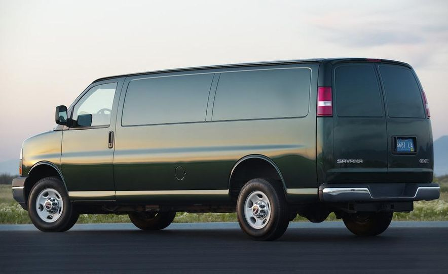 2009 GMC Savana G2500 - Slide 1