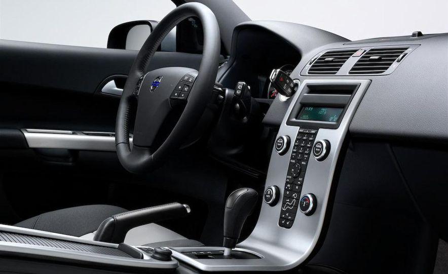 2009 Volvo XC90 interior - Slide 15